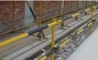 施工现场脚手架和踢脚板为什么要刷成黄色和黑色的呢?